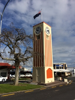Te Aroha town clock telling different times